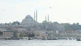 Porto con Sultan Ahmed Mosque a Costantinopoli Fotografie Stock Libere da Diritti