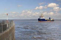 Porto d'avvicinamento della nave Immagini Stock Libere da Diritti