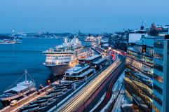 Porto da balsa do cruzeiro de Éstocolmo, Suécia foto de stock royalty free