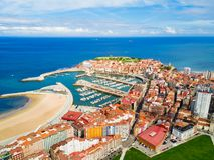 Porto da cidade de Gijon nas Astúrias, Espanha fotografia de stock royalty free