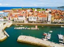 Porto da cidade de Gijon nas Astúrias, Espanha imagens de stock