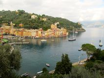 Porto da cidade de Portofino com veleiros Fotos de Stock