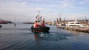 Porto da cidade do cabo do barco do reboque Foto de Stock