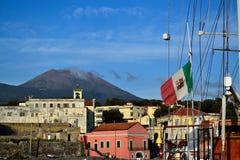Porto da cidade e do Vesúvio de Portici Foto de Stock