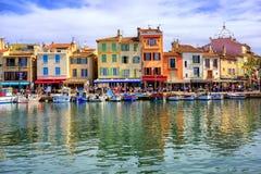 Porto da cidade velha do cássis, Provence, França fotografia de stock