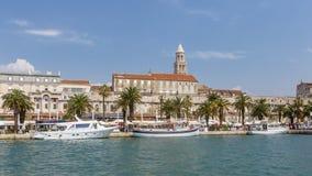 Porto da separação, Croácia vista do mar foto de stock