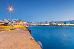 Porto de Agios Nikolaos na noite em Crete Fotografia de Stock Royalty Free