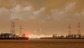 Porto de Antuérpia da cena da noite com terminal de recipiente iluminado, Bélgica imagens de stock royalty free