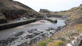 Porto de Boscastle para costear Cornualha norte Inglaterra Reino Unido entre a bandeja de Bude e de Tintagel Inglaterra Reino Uni video estoque