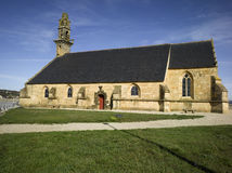 Porto de Camaret, igreja fotos de stock