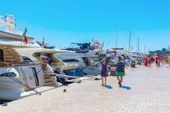 Porto de Cannes, dAzur da costa, França Fotografia de Stock Royalty Free