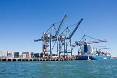 Porto de carga de Lisboa, Portugal: vista parcial Imagem de Stock Royalty Free
