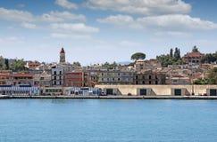 Porto de Corfu com armazéns Fotos de Stock Royalty Free