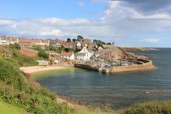 Porto de Crail do passeio litoral Escócia do pífano fotografia de stock royalty free