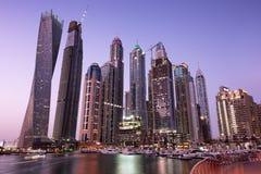 Porto de Dubai na noite imagens de stock royalty free