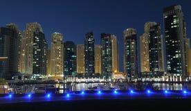 Porto de Dubai na noite imagens de stock