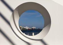 Porto de Dublin através do círculo Foto de Stock Royalty Free