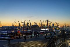 Porto de Hamburgo no Elbe River, Hamburgo, Alemanha fotografia de stock