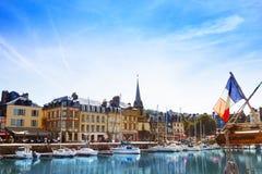Porto de Honfleur com os veleiros no dia ensolarado fotografia de stock royalty free