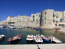 Porto de Itália, de Apulia, de Bari, de Giovinazzo e o cilindro o Tamburo fotografia de stock royalty free