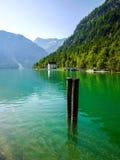 Porto de madeira no lago Plansee, Áustria Fotos de Stock