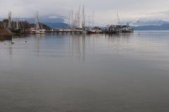 Porto de Moniga del garda durante o inverno Fotos de Stock Royalty Free