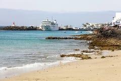 Porto de Muelle de Playa BLANCA com balsa e navios, Lanzarote, Ilhas Canárias fotos de stock royalty free