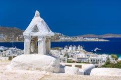 Porto de Mykonos com barcos e moinhos de vento, ilhas de Cyclades, Grécia fotos de stock
