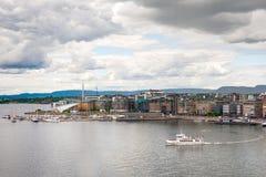 Porto de Oslo e Aker Brygge de cima de, Noruega imagens de stock royalty free