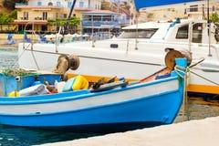 Porto de pesca com os barcos em Bali, Creta Fotografia de Stock Royalty Free