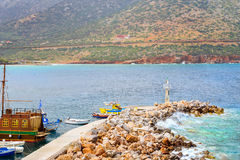 Porto de pesca com os barcos em Bali, Creta Imagem de Stock