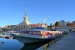 Porto de Sochi, o hidrofólio imagens de stock