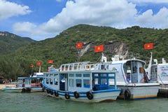 Porto de Yatch em uma ilha na praia de Nha Trang, Vietname Fotografia de Stock Royalty Free