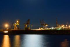 Porto del carico alla notte Fotografie Stock Libere da Diritti