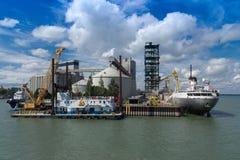 Porto del silo di grano in Sorel-Tracy, controllo di qualità Fotografia Stock Libera da Diritti