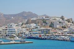 Porto dell'isola della Grecia con l'oceano blu Fotografie Stock Libere da Diritti