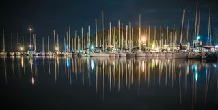Porto dell'yacht alla notte Immagini Stock