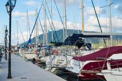 Porto dell'yacht della città di Leucade fotografia stock libera da diritti