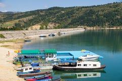 Porto della barca a Zlatarskojezero, Serbia Fotografia Stock