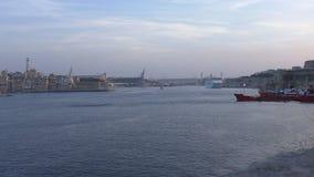 Porto della città di La Valletta grande nella sera video d archivio