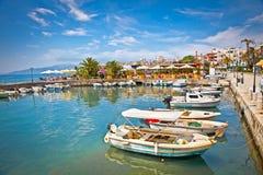 Porto della città di Saranda al mare ionico fotografia stock libera da diritti