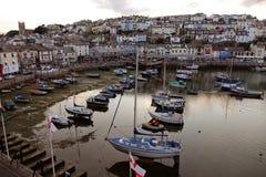 Porto Devon England Reino Unido do porto de Brixham com as casas coloridas coloridas no fundo Fotografia de Stock Royalty Free