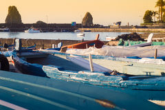 Porto di Acitrezza con la vecchia barca Immagini Stock Libere da Diritti