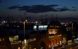 Porto di Amburgo nella sera Immagini Stock Libere da Diritti