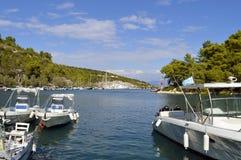 Porto di Antipaxos un'isola greca nel mare ionico immagini stock libere da diritti