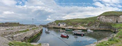 Porto di Balintoy in Irlanda del Nord Fotografia Stock Libera da Diritti