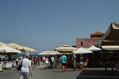 Porto di Chania con il suo bello stile veneziano Camere e ristoranti in pieno di colore Viaggio di architettura di storia Fotografie Stock Libere da Diritti