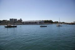 Porto di Darwin con il centro urbano nella priorità bassa Fotografie Stock Libere da Diritti