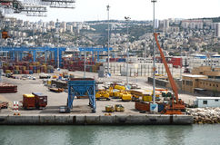 Porto di Haifa, Israele 19 maggio - di Haifa Israel, zona industriale, 2013 Immagini Stock