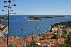 Porto di Hvar, dalla città di cui sopra Fotografia Stock